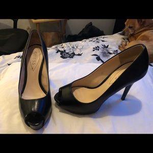Size 8 peep toe guess shoes